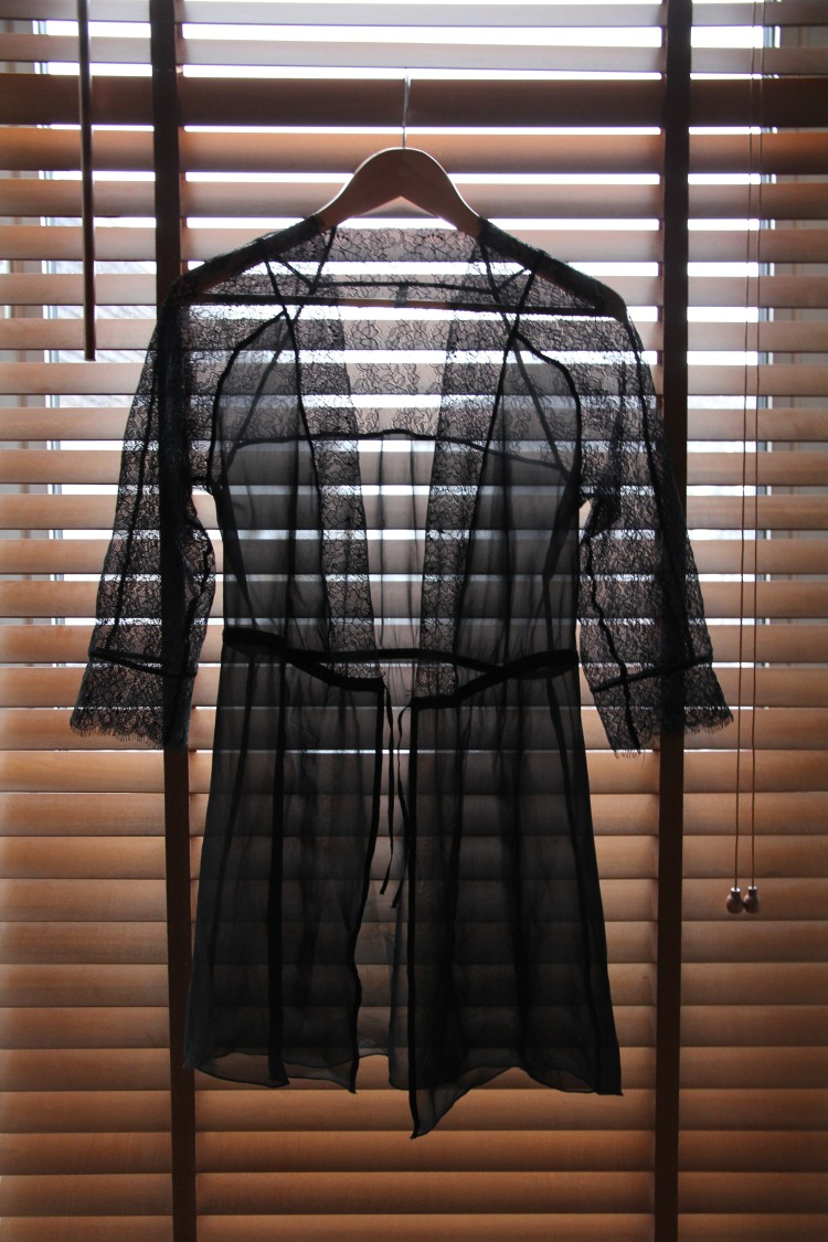 intimissimi_negligee_black_lace_robe